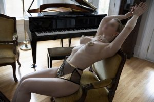 Anne-sylvie escort girls