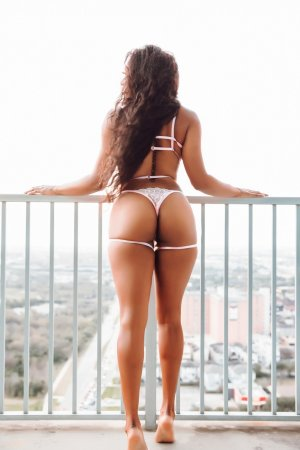 Aichata escorts in Santa Cruz CA & sex parties